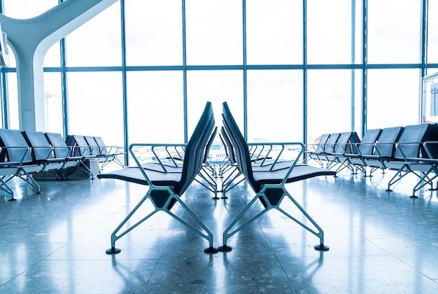 空港で空の椅子
