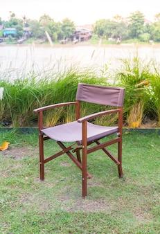 Sedia vuota nel parco