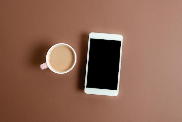 Пустые заметки стикера цветной бумаги. аксессуары для бумажных ноутбуков и школьные принадлежности с мобильным телефоном