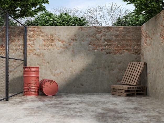 Пустой двор со старой стеной