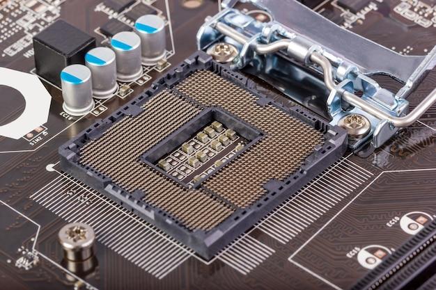 マザーボード上のピンを備えた空のcpuプロセッサソケット