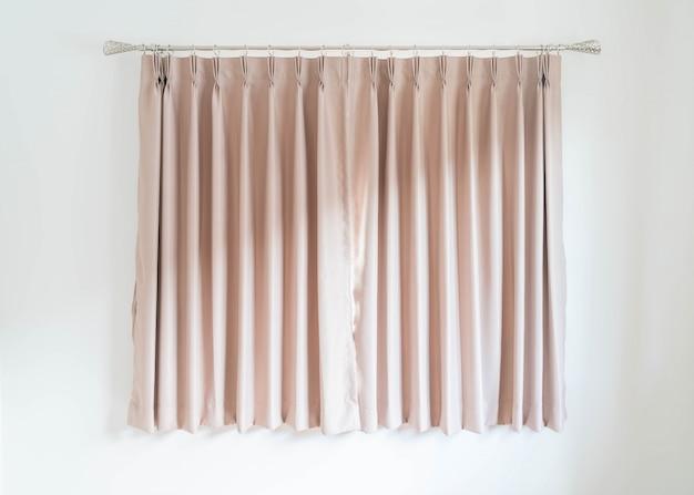 リビングルームの空のカーテンインテリア