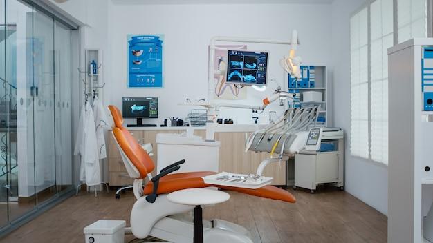 誰もいない空の歯科矯正歯科矯正医院