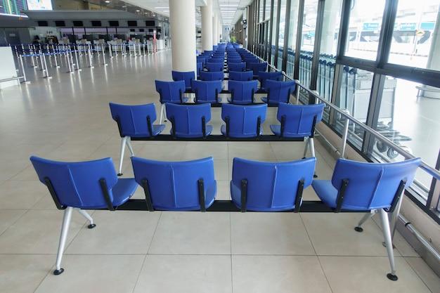 Пустой зал вылета в аэропорту дон мыанг во время пандемии коронавируса.
