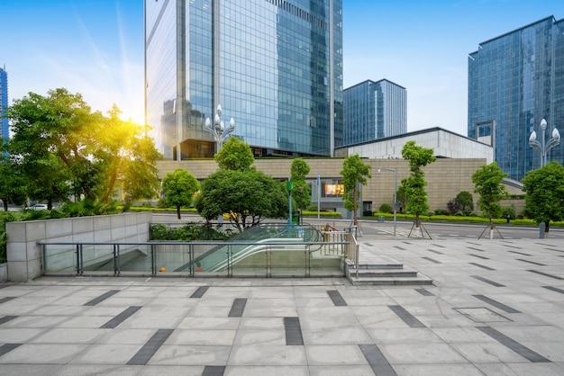 空の床と金融センター、重慶、中国のオフィスビル