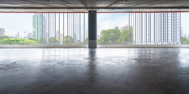 Empty the floors of exhibition hall or office