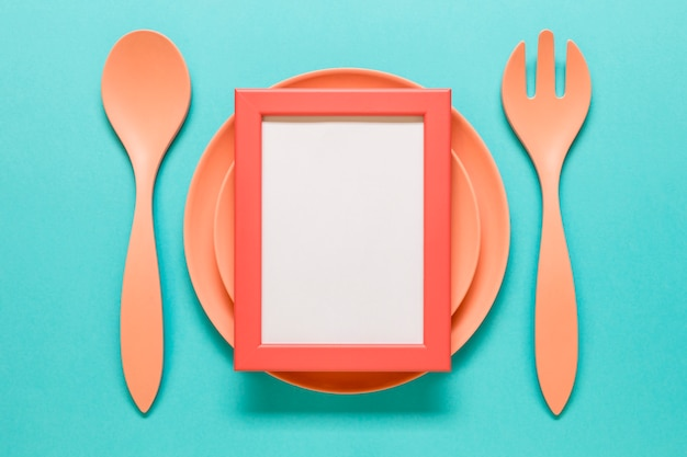 Empty frame placed on cutlery