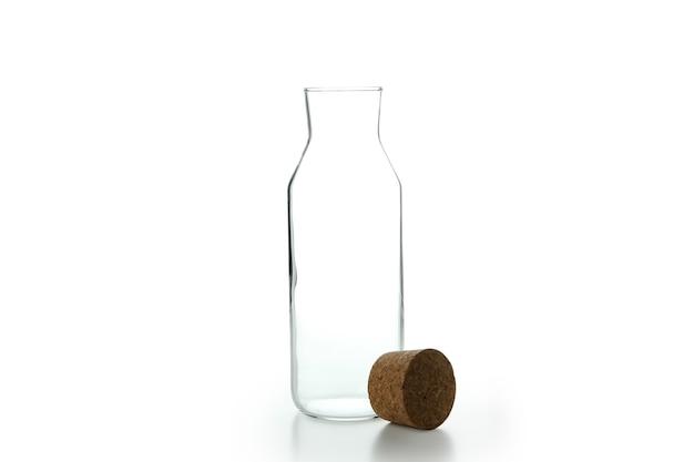 Пустая стеклянная бутылка, изолированные на белом фоне