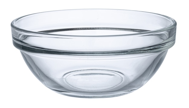 白い背景の正面に分離された空のガラスのボウル