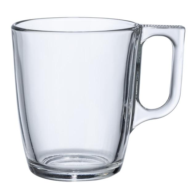 白い背景で隔離された空のガラスカップをクローズアップ