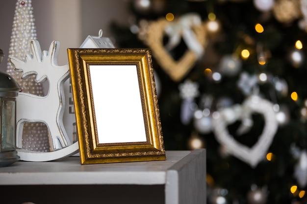 크리스마스 트리에 빈 골든 포토 프레임