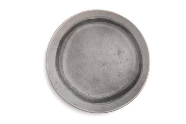 空の灰色のセラミックプレートは、白い背景で隔離。上面図、フラットレイ、