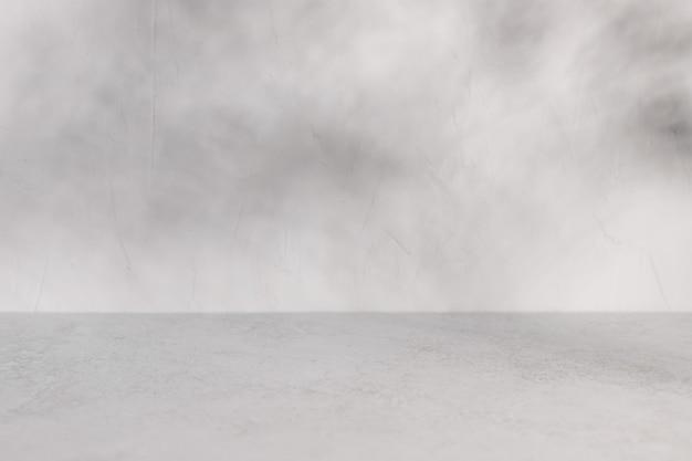 自然な影のモックアップと空の灰色のデッキテーブル