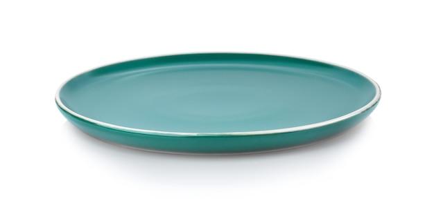 Пустая зеленая керамическая тарелка, изолированные на белом фоне