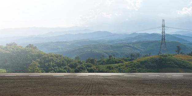 Пустое шоссе, асфальтированная дорога и красивый горный пейзаж