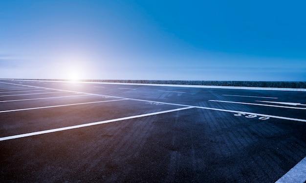 空の高速道路アスファルト道路と美しい空の風景