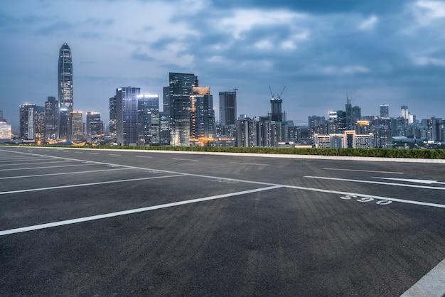中国の都市景観と空のハイウェイ