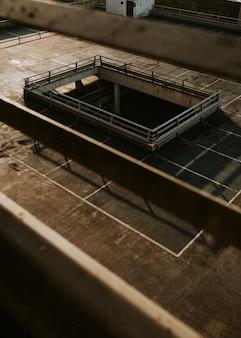 영국의 코로나 바이러스 전염병 동안 빈 실내 주차장