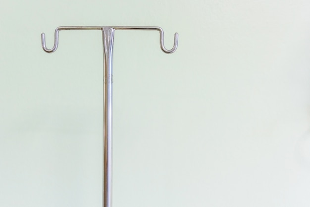Empty intravenous pole hanger for serum, blood and pharmaceutical bags