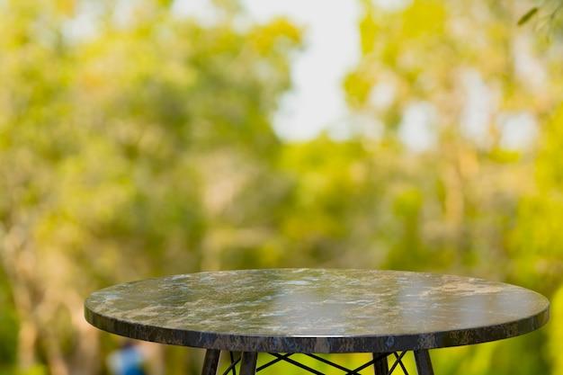 コーヒーショップの前に製品を表示するための空の大理石のテーブル
