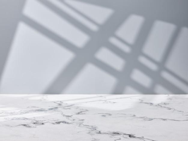 창 조명이 있는 제품 프레젠테이션을 위한 빈 대리석 테이블 상단