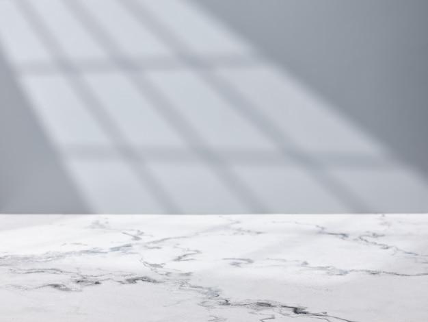 창에서 빛으로 벽 배경에 빈 대리석 테이블 상단