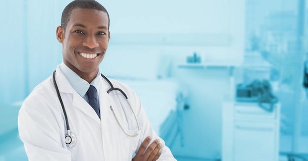 Пустые современные скрещенными руками корпоративный врач