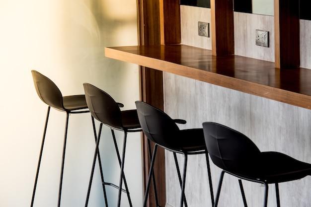카운터 작업 영역이있는 빈 현대적인 스타일의 열린 공간 사무실