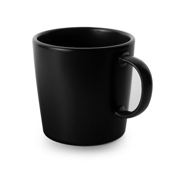 白で隔離される空のマグカップ。