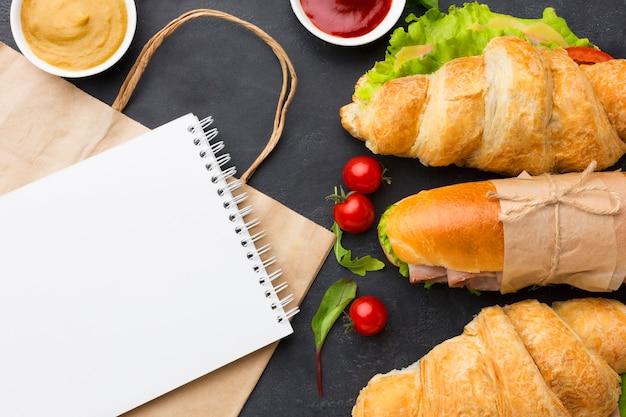 Blocco note e sandwich vuoti