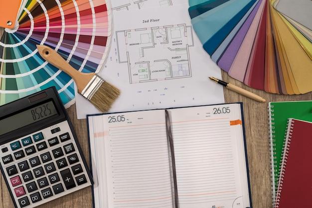 カラーパレットとペイントツールを備えた空のメモ帳