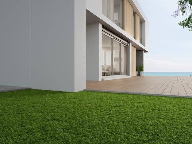 Пустая открытая терраса с деревянным полом возле сада с зеленой травой в современном пляжном домике