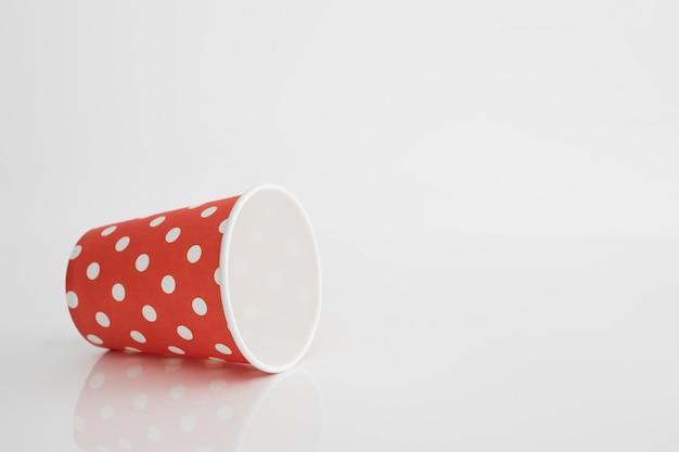 空の紙コップ