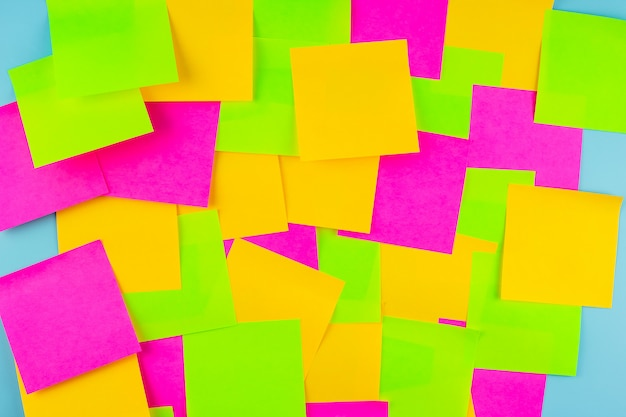 Пустая бумажная записка часто с копией пространства для текста. часто задаваемые вопросы (часто задаваемые вопросы), ответы, вопросы и ответы, коммуникация и мозговой штурм, международный задать вопрос концепции дня