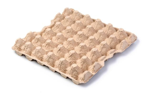 白で隔離の卵の空の紙トレイ。