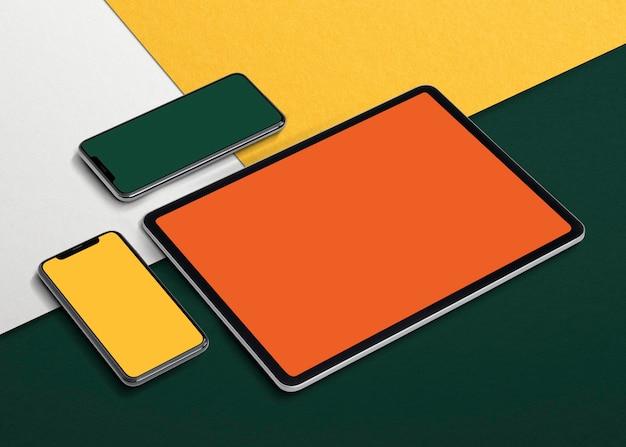 デザインスペースのある空の電話とタブレットの画面