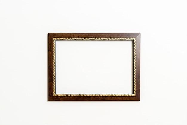 흰 벽에 빈 그림 프레임