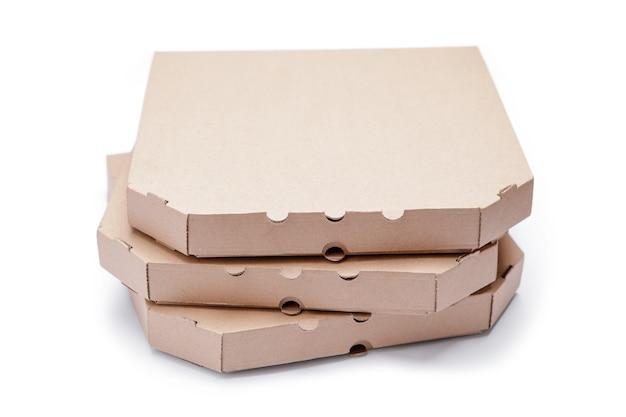白で隔離空のピザボックス