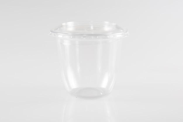 白の空のプラスチックテイクアウトカップ