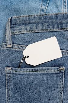 Пустой ценник в кармане джинсов