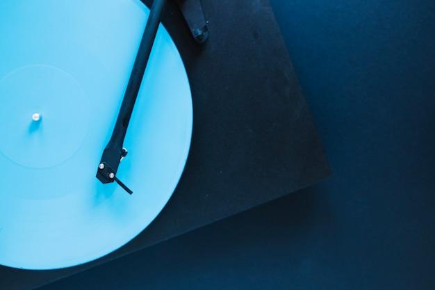 空のレコードプレーヤー