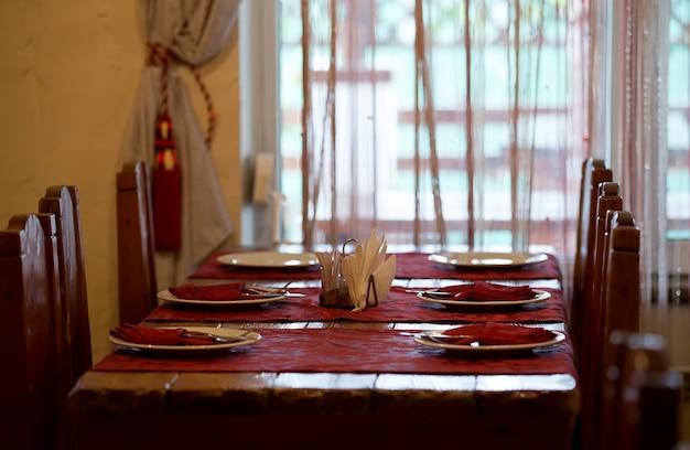 空のレストランテーブルセッティング宴会の準備