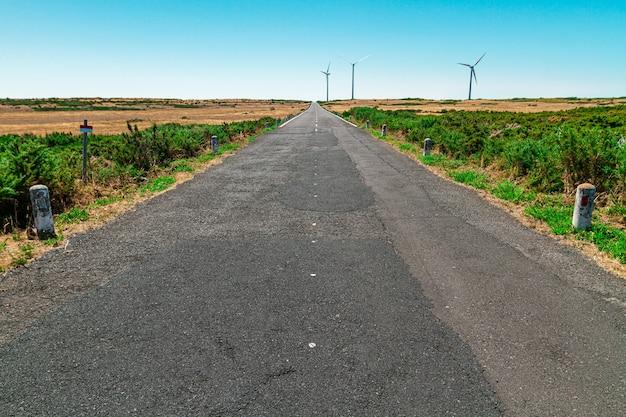 マデイラ島の高原にある空の道。ポールセラ。