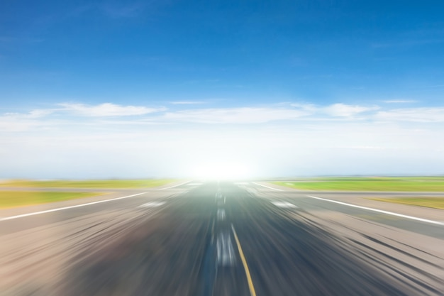 Empty road with the effect of the speed of movement. Premium Photo