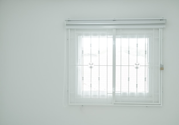 Пустая комната с окном Premium Фотографии