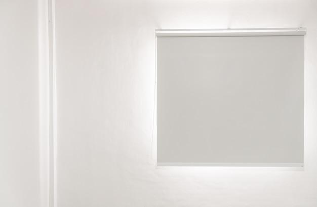 Пустая комната с окном
