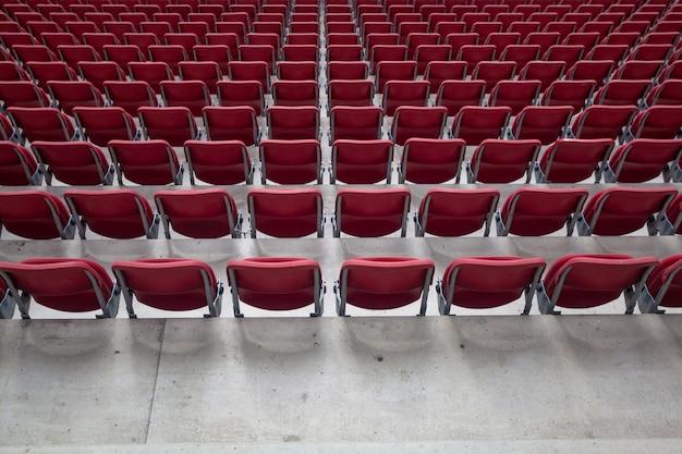スタジアムに観客のいない空席