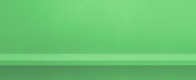 녹색 벽에 빈 선반입니다. 배경 템플릿 장면. 가로 배너