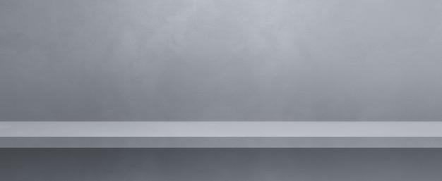 灰色の壁の空の棚。背景テンプレートシーン。横バナー