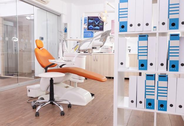 Пустой стоматологический ортодонтический кабинет, в котором никого нет